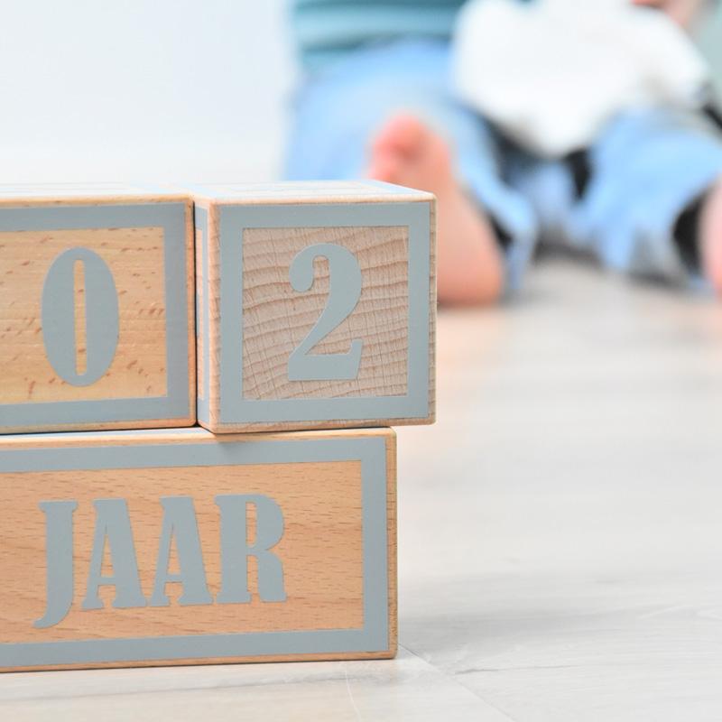 Hip-en-Hout-presenteert-een-originele-collectie-houten-kraamcadeaus-5B