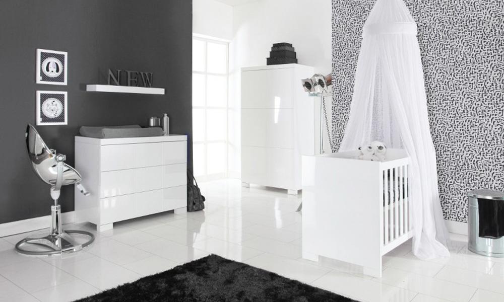 Inspiratie: babykamer briljant wit hoogglans met ledikant commode