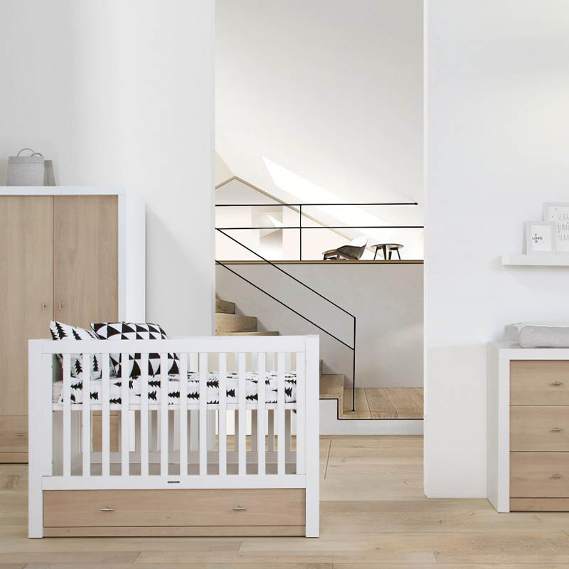 Babykamer Pure Oak Wit Met Commode Ledikant En Kast