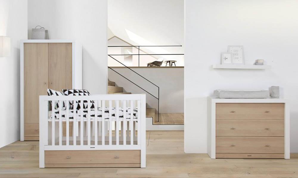Kast Voor Babykamer : Babykamer pure oak wit met commode ledikant en kast