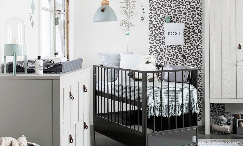 Een stoere babykamer met stapelgoed babystraatje.nl
