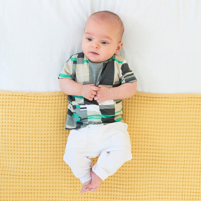 31a322451f7 Schattige baby t-shirts, jurkjes, vestjes, broekjes en meer. Start de lente  met deze trendy kleertjes! Hello Spring is nu verkrijgbaar via prenatal.nl.