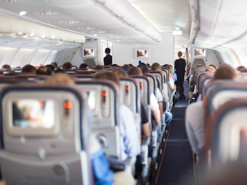 Kinderwagen of buggy in het vliegtuig